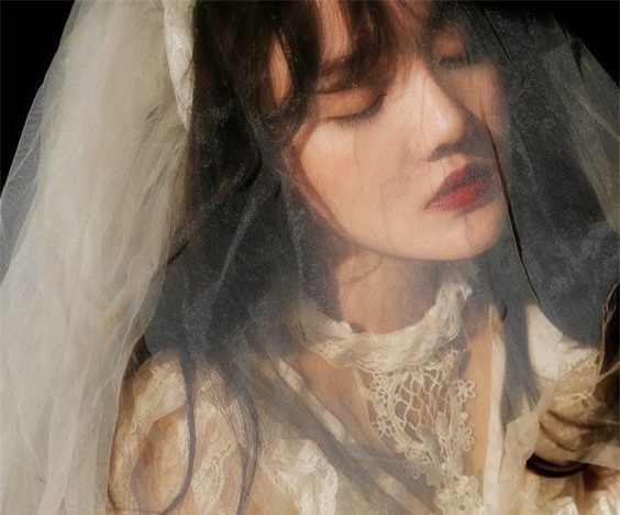 Ngay trong đêm tân hôn, chồng đóng sập cửa buộc tôi phải ngủ ngoài phòng khách, câu nói bóng gió vu vơ của mẹ chồng còn khiến tôi chạnh lòng hơn - Ảnh 1.