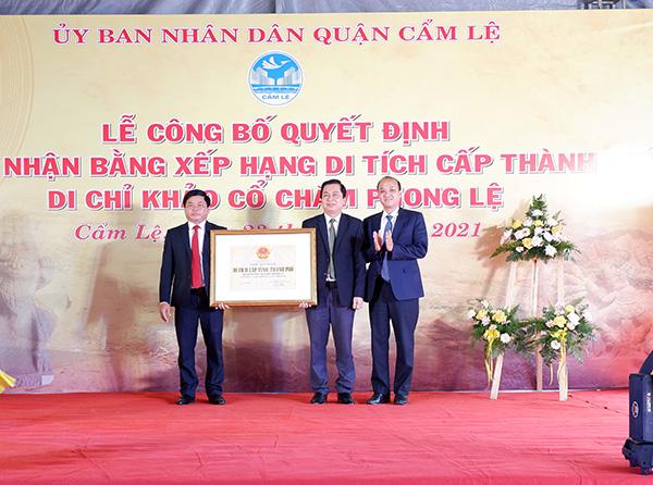 UBND quận Cẩm Lệ đón nhận Bằng xếp hạng Di tích cấp TP do UBND TP Đà Nẵng trao cho Di chỉ khảo cổ Chăm Phong Lệ