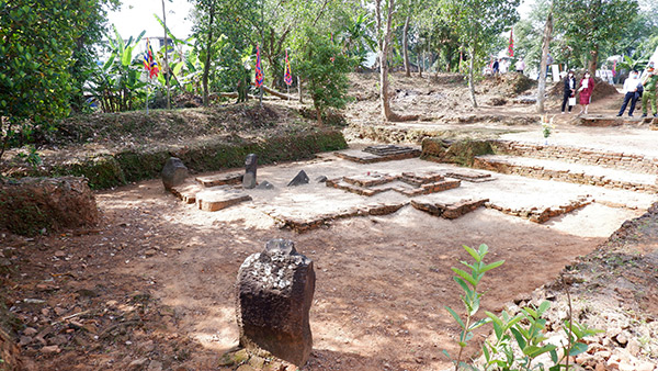 ... Di tích khảo cổ Chăm Phong Lệ