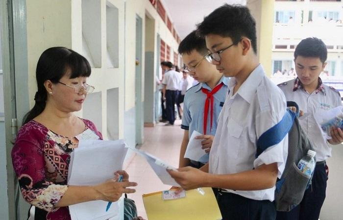 Phụ huynh Hà Nội tranh luận xôn xao vì quy định tuyển sinh vào lớp 10 theo khu vực