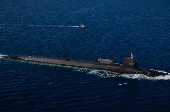 Tàu ngầm mang tên lửa dẫn đường USS Ohio tham gia một cuộc tập trận tích hợp ngoài khơi Okinawa, Nhật Bản trong tháng này.