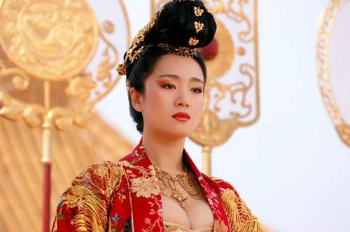 Bà hoàng trụy lạc, đa dâm bậc nhất lịch sử biến cung vua thành lầu xanh với các mỹ nam