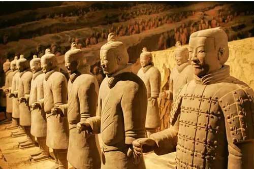 Bí ẩn tượng binh mã trong lăng mộ Tần Thủy Hoàng: Tại sao nhiều chiến binh đất nung nắm chặt tay không, vũ khí của họ đâu mất rồi?