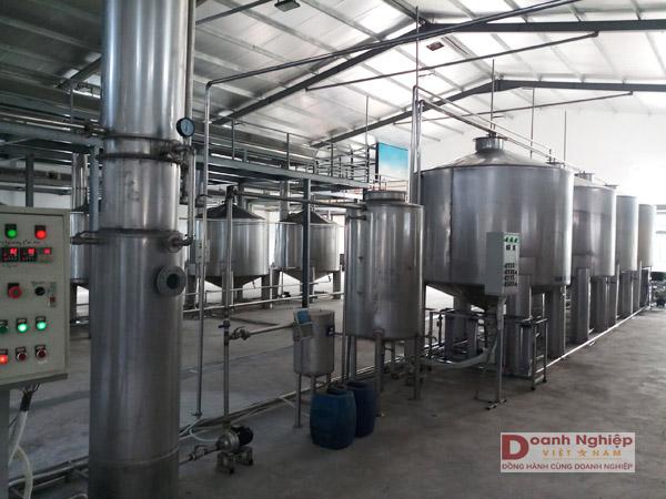 Dây chuyền sản xuất rượu gạo truyền thống Xứ Thanh, thuộc Dự án: Ứng dụng công nghệ - thiết bị chưng cất chân không để sản xuất rượu gạo truyền thống Xứ Thanh của Công ty Cổ phần Dạ Lan.