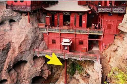 Chùa treo lơ lửng trên vách núi: Duy nhất một cột chống, bí thuật đứng vững 900 năm không tốn một cái đinh!