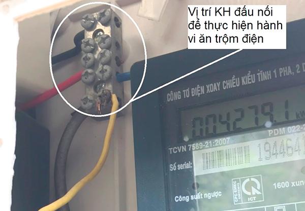 Điện lực Liên Chiểu phát hiện và xử lý vụ trộm cắp điện do ông N. Đ gây ra tại tổ 07, phường Hòa Minh, quận Liên Chiểu (Ảnh do PC Đà Nẵng cung cấp)