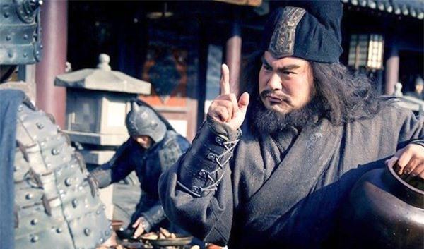 Thừa biết đối thủ kém hơn mình, Quan Vũ vẫn nói với Trương Phi Võ nghệ của người này không hề thua kém chúng ta, người này là ai? - Ảnh 4.