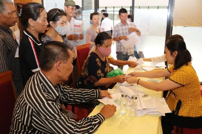 Thừa Thiên Huế vừa ban hành kế hoạch triển khai thí điểm chi trả chính sách trợ giúp xã hội không dùng tiền mặt năm 2021 tại thị xã Hương Thủy và huyện Phú Lộc.