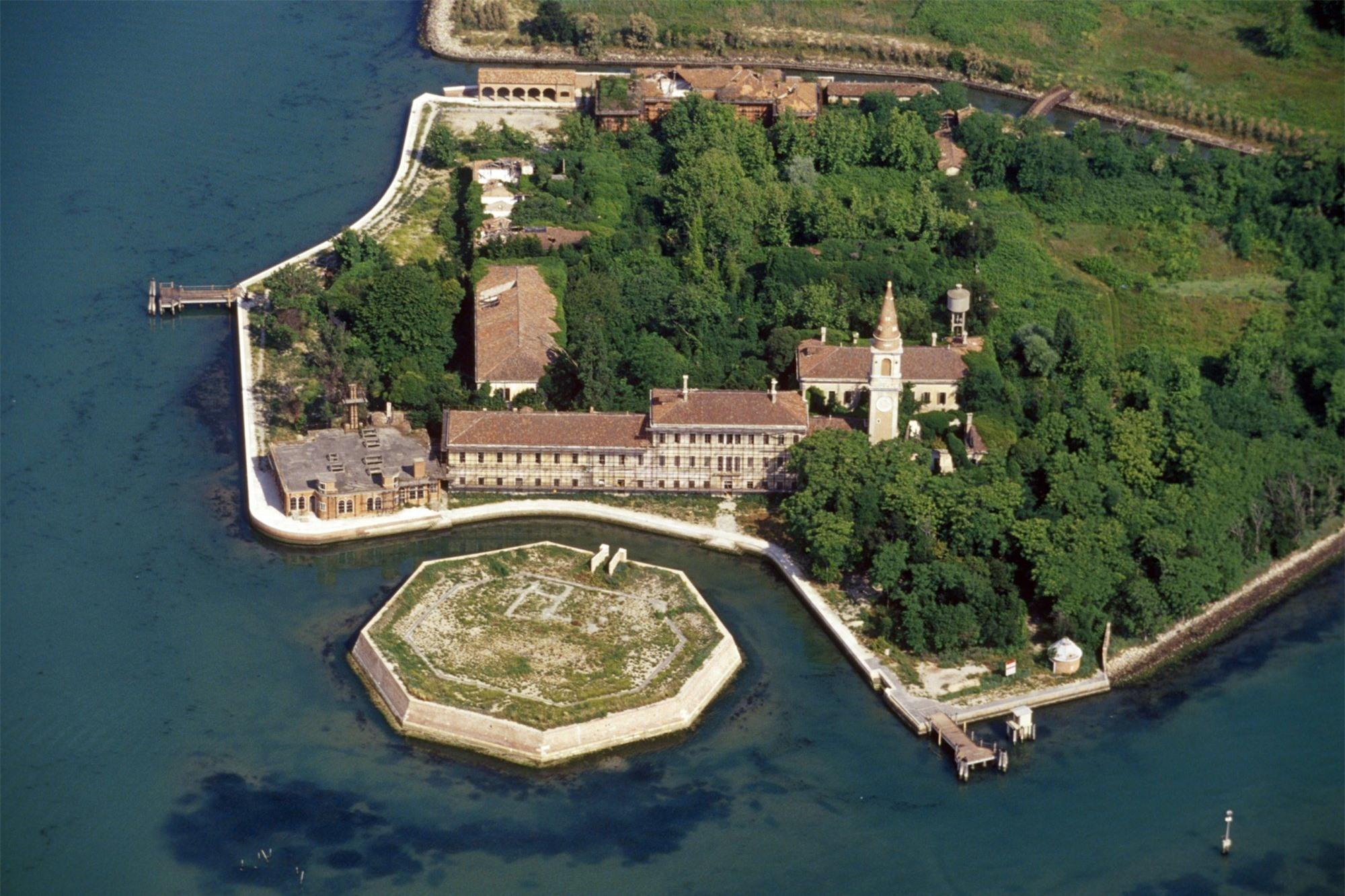 Hòn đảo ma ám Poveglia hiện vẫn đang bị bỏ hoang