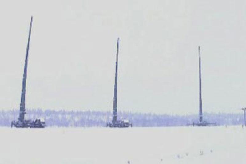 Chuyến bay khiêu khích của hai chiếc B1-B lancer của Mỹ với hai máy bay chiến đấu F-35 của Không quân Na Uy trở nên khá khó chịu đối với phi hành đoàn của chiếc sau - thay vì thể hiện sự thống trị ở Bắc Cực, chiếc sau có thể gặp vấn đề rất nghiêm trọng với định vị vệ tinh và thông tin liên lạc, bằng chứng là chuyến bay khá ngắn của máy bay chiến đấu NATO gần biên giới Nga. Nguyên nhân khiến hệ thống máy bay ném bom và máy bay chiến đấu gặp trục trặc có thể là do tổ hợp Murmansk-BN của Nga được triển khai trên Bán đảo Kola, có khả năng ngăn chặn thông tin liên lạc, kể cả với vệ tinh.  Hiện tại, chưa có xác nhận chính thức về việc Nga sử dụng các biện pháp đối phó điện tử với máy bay NATO, tuy nhiên, xét trên thực tế chuyến bay trong khu vực được chỉ định chỉ kéo dài hơn một giờ đồng hồ.  Cần lưu ý rằng các hệ thống Murmansk-BN của Nga được triển khai thường xuyên trên Bán đảo Kola, đặc biệt để ngăn chặn bất kỳ mối đe dọa nào từ NATO, và do đó, các hệ thống tác chiến điện tử của Nga có thể được sử dụng ngay từ bây giờ.