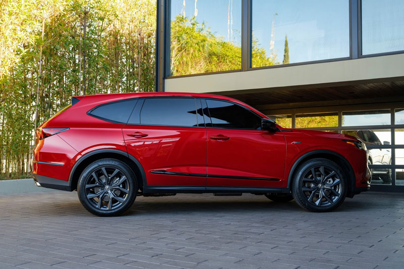 =6. Acura MDX 2021 (giá khởi điểm: 44.500 USD, điểm an toàn: 9,8/10).