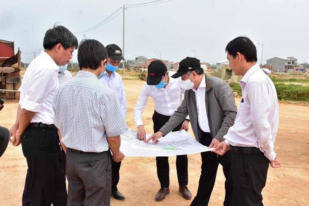 Chủ tịch UBND tỉnh Thừa Thiên Huế Phan Ngọc Thọ kiểm tra dự án Hạ tầng kỹ thuật khu dân cư Hương Sơ.