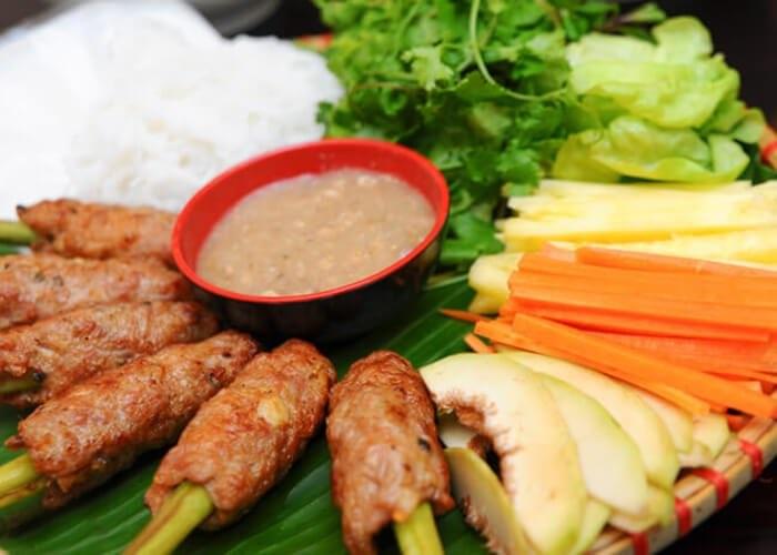 Nem nướng Ninh Hòa là 1 trong 2 món ăn của tỉnh Khánh Hoà lọt vào Top 100 món ăn đặc sản Việt Nam (2020-2021).