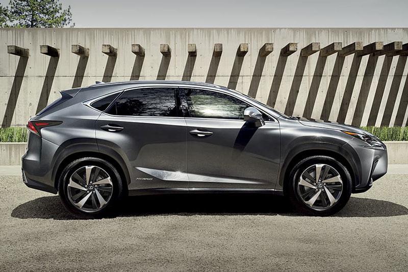 =1. Lexus NX 2021 (giá khởi điểm: 37,610 USD, điểm an toàn: 10/10).