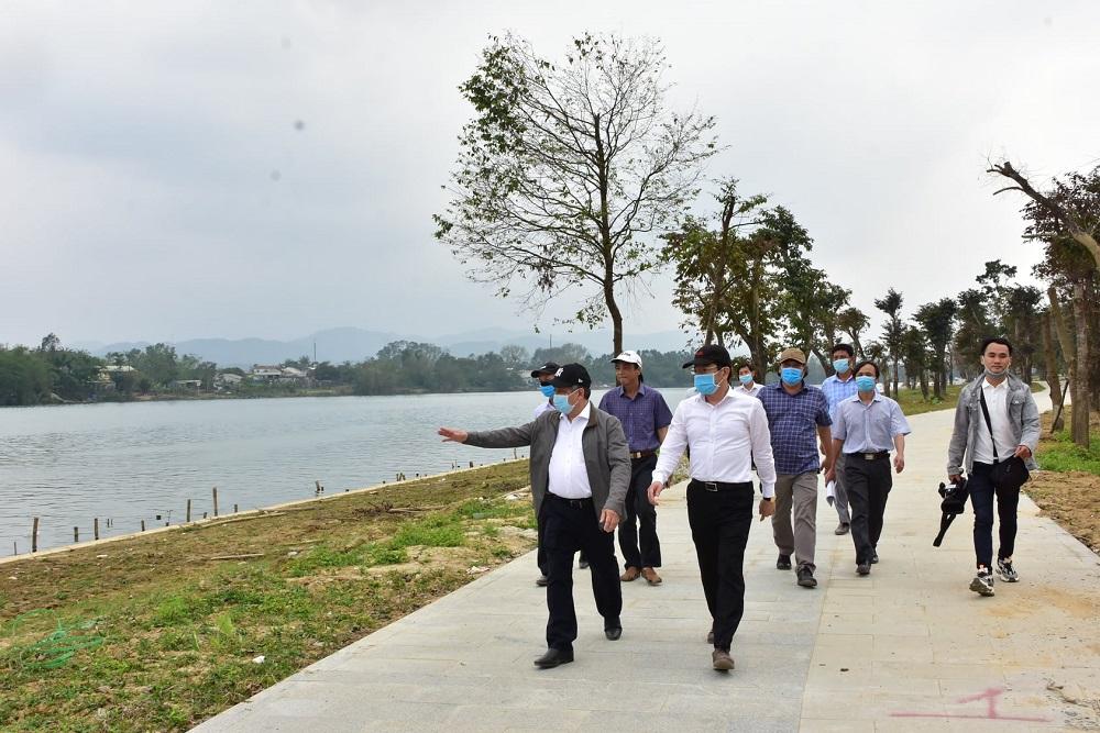 Ông Phan Ngọc Thọ kiểm tra dự án chiếu sáng công viên, cảnh quan trục đường đi bộ Dã Viên - Thiên Mụ.