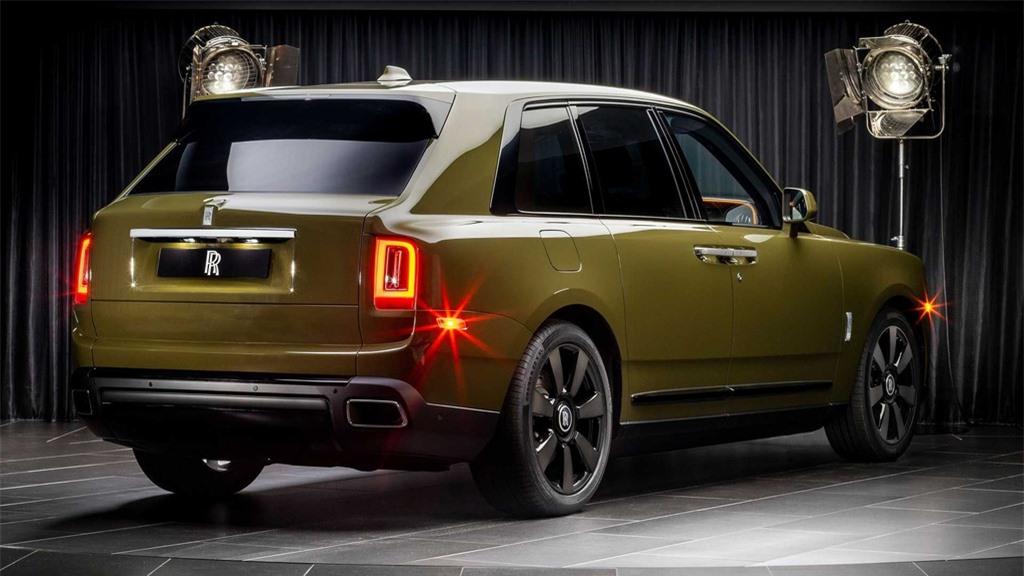 Rolls-Royce Cullinan co them 8 mau ngoai that moi anh 7