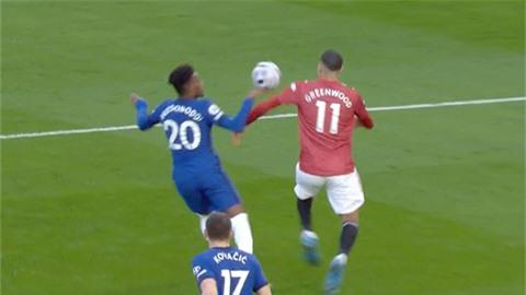 MU bị tước một quả penalty rõ ràng trước Chelsea?