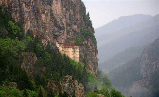 Tu đạo viện Sumela (Thổ Nhĩ Kỳ): Trải qua năm tháng, Tu đạo viện đã qua một số lần trùng tu.