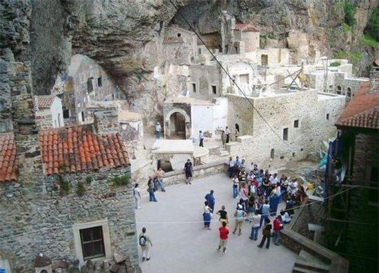 Tu đạo viện Sumela (Thổ Nhĩ Kỳ): Thời Thế chiến thứ nhất, Tu đạo viện từng bị phế bỏ, sau đó vài chục năm mới bắt đầu dần khôi phục hoạt động.