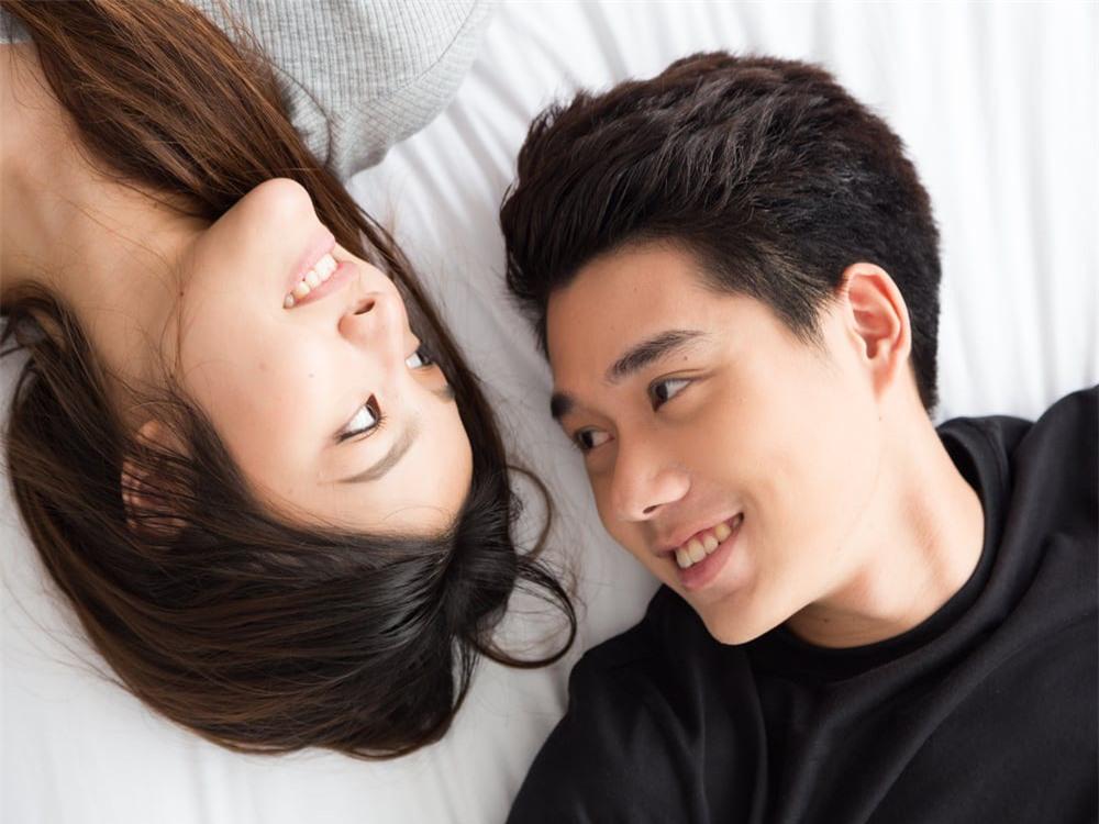 """Ra khỏi phòng ngủ, đàn ông có thể gạt sĩ diện bản thân làm những việc anh """"dị ứng"""" thế này thì chứng tỏ chàng vô cùng """"cuồng vợ"""" - Ảnh 1."""