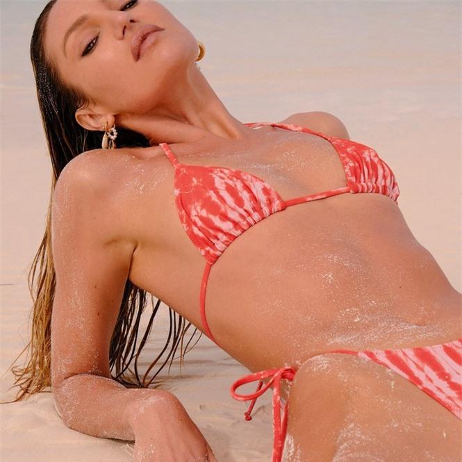 Sắc vóc nóng bỏng rực lửa của siêu mẫu Nam Phi Candice Swanepoel  - ảnh 3
