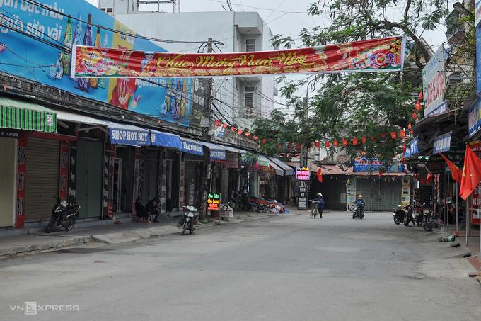 Một con phố ở TP Chí Linh trong thời gian phong tỏa. Ảnh: Hà Bi.