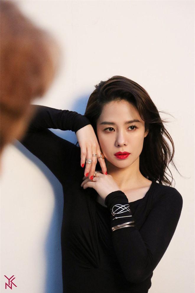 Tranh cãi BXH 25 nữ diễn viên đẹp nhất xứ Hàn: Song Hye Kyo - Jeon Ji Hyun hạng thấp bất ngờ, No.1 là ai mà khiến Knet gật gù? - Ảnh 5.