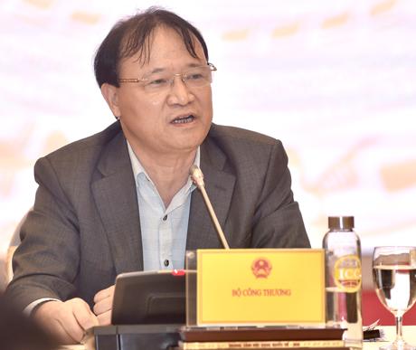 Thứ trưởng Bộ Công Thương Đỗ Thắng Hải trả lời tại họp báo. Ảnh: VGP