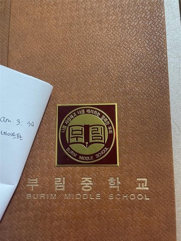 Lọat sao Hàn lên tiếng về thông tin đánh bạn, hút thuốc... khi đi học