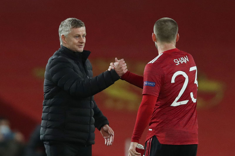 HLV Solskjaer và Shaw thoát án phạt của FA.