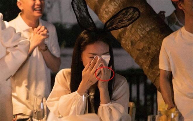 Vừa rộ nghi vấn cầu hôn, Ngô Thanh Vân đã tung hint được Huy Trần cưng chiều tận răng: Cẩu lương chất lượng thật sự! - Ảnh 5.
