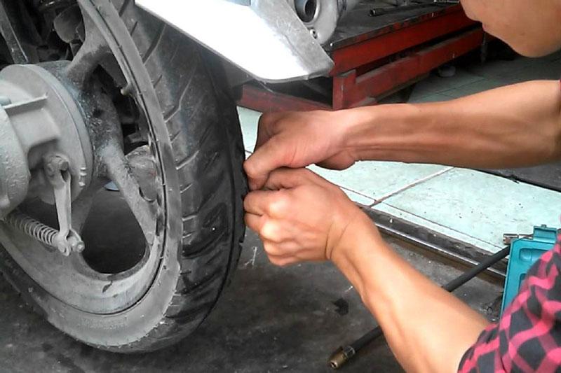 Những lưu ý khi sử dụng xe máy lốp không săm