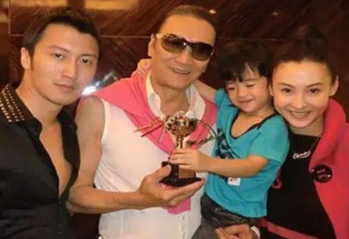 Trương Bá Chi được nhận gần hết tài sản của cha Tạ Đình Phong, trong khi tài tử lại hoàn toàn trắng tay?