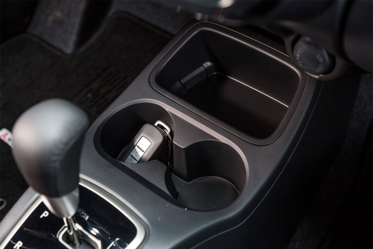 Mitsubishi Attrage Premium sẽ cạnh tranh trực tiếp với Kia Soluto, Suzuki Ciaz, Toyota Vios, Hyundai Accent, Honda City hay Mazda2 sedan.../.