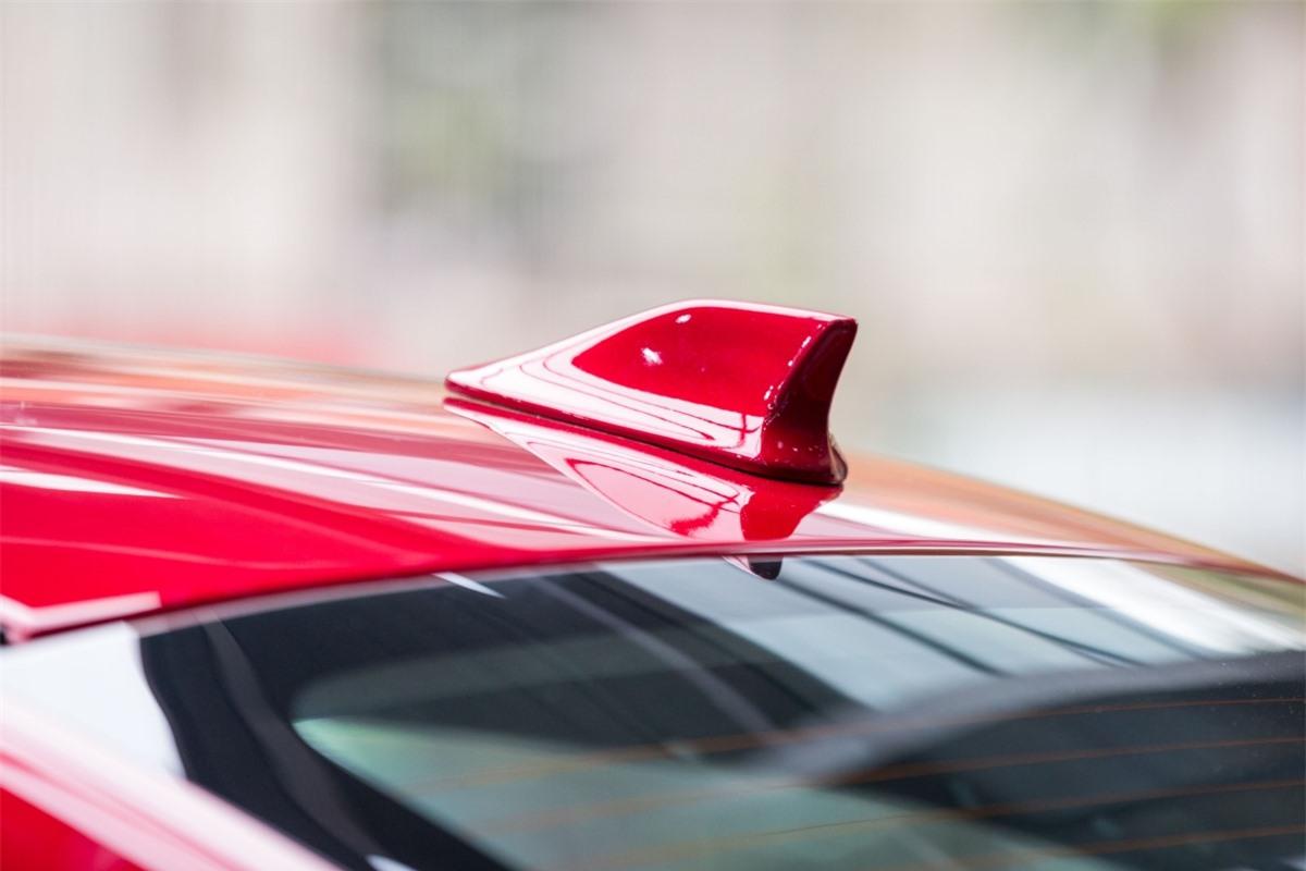 Đi cùng là hộp số tự động CVT INVECS sẽ điều chỉnh việc sang số phù hợp với phong cách của người lái xe nhằm hạn chế tiêu hao nhiên liệu.