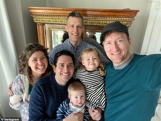 Chuyện lạ có thật về em bé có ba người bố trên giấy khai sinh