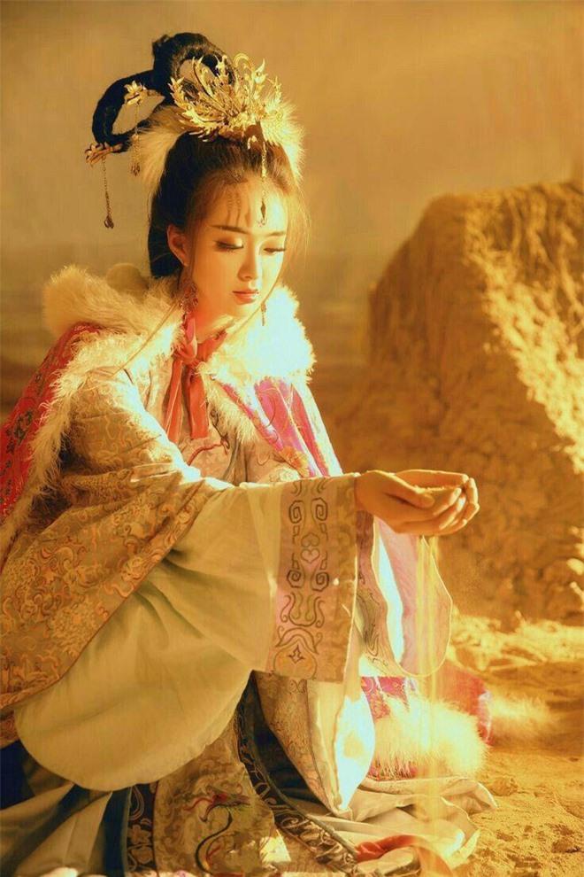 Tu dai my nhan Vuong Chieu Quan anh 1