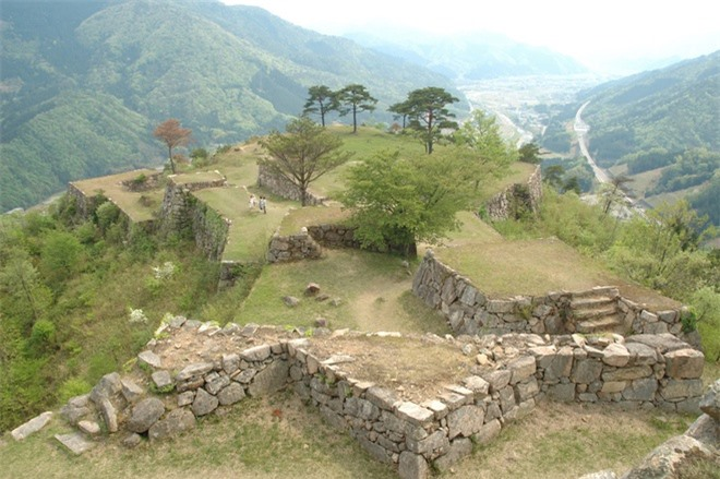 Toàn bộ quanh cảnh này thường được người ta liên tưởng đến Machu Picchu, những tàn tích của thành phố cổ trên ngọn núi hùng vĩ của Peru.