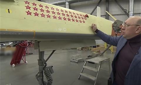 Myngac nhienkhi UAV Orion cat canh tu san bay T4