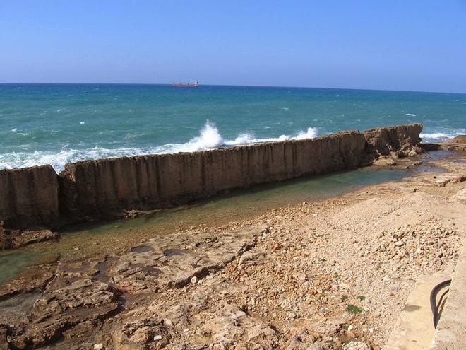 Ngắm bức tường chắn biển kỳ vĩ ở Lebanon