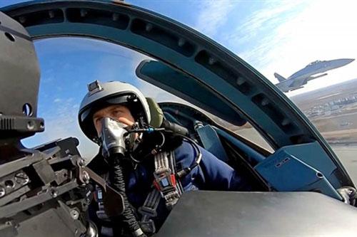 Nga cho Su-57 tiến hành trận 'không chiến' đầu tiên với Su-35