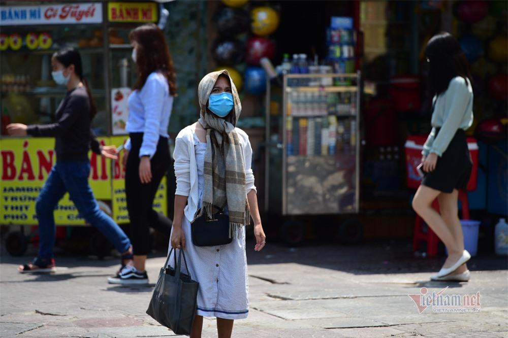Người Sài Gòn chống chọi với nắng nóng kéo dài gần một tuần