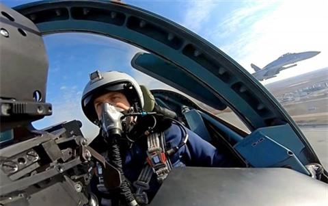 Nga cho Su-57 tien hanh tran 'khong chien' dau tien voi Su-35