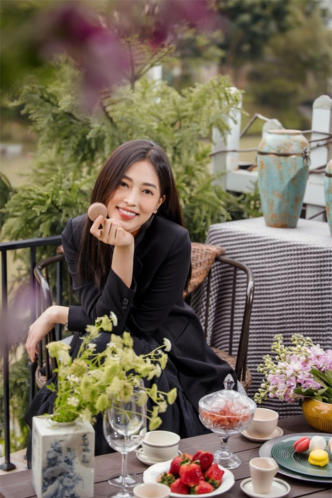 Top 3 Hoa hậu Việt Nam 2018: Tiểu Vy thần thái sang chảnh, Phương Nga-Thúy An ngày càng quyến rũ - ảnh 10