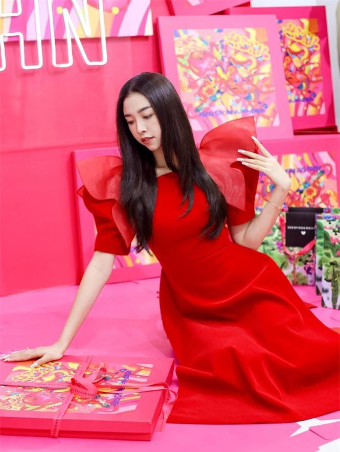 Top 3 Hoa hậu Việt Nam 2018: Tiểu Vy thần thái sang chảnh, Phương Nga-Thúy An ngày càng quyến rũ - ảnh 13