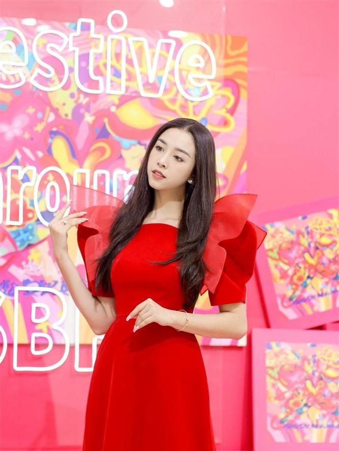 Top 3 Hoa hậu Việt Nam 2018: Tiểu Vy thần thái sang chảnh, Phương Nga-Thúy An ngày càng quyến rũ - ảnh 14