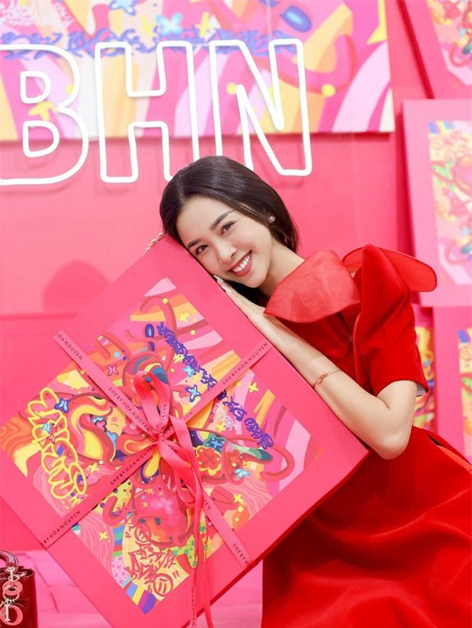 Top 3 Hoa hậu Việt Nam 2018: Tiểu Vy thần thái sang chảnh, Phương Nga-Thúy An ngày càng quyến rũ - ảnh 15