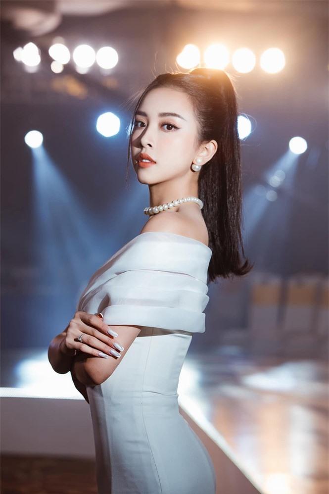 Top 3 Hoa hậu Việt Nam 2018: Tiểu Vy thần thái sang chảnh, Phương Nga-Thúy An ngày càng quyến rũ - ảnh 17