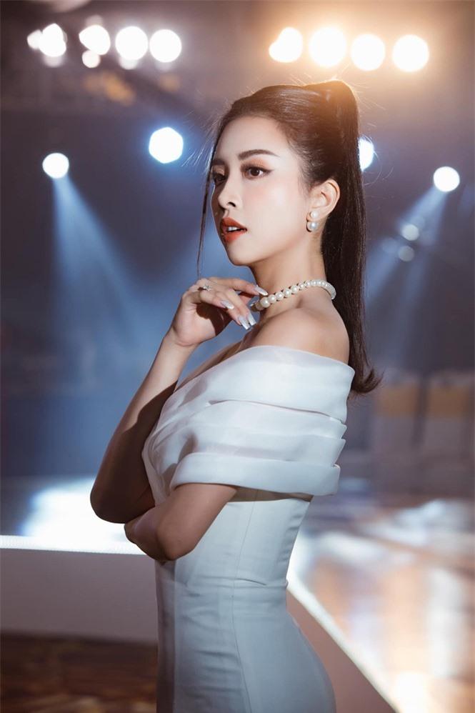 Top 3 Hoa hậu Việt Nam 2018: Tiểu Vy thần thái sang chảnh, Phương Nga-Thúy An ngày càng quyến rũ - ảnh 18