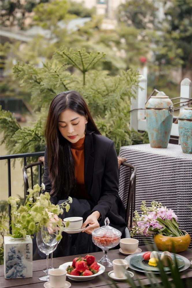Top 3 Hoa hậu Việt Nam 2018: Tiểu Vy thần thái sang chảnh, Phương Nga-Thúy An ngày càng quyến rũ - ảnh 8